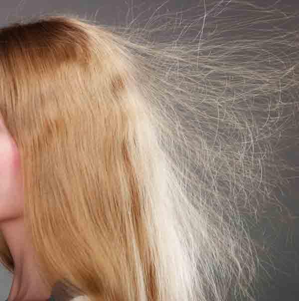 Cheveux-plein-de-statique